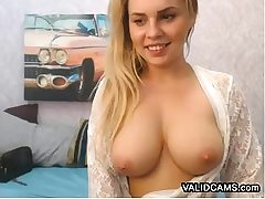 College Girl Flashes Boobs on Webcam
